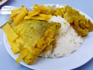南タイ料理のムーパットタクライ レ ゲーンソムプラー