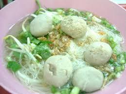 タイのヌードル、センミーナーム ルークチンムー