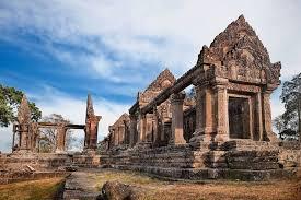 カンボジアのプレアヴィヒア寺院