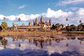 アンジェとブラピのタトゥーライフ & 世界遺産級の子供たち in カンボジア