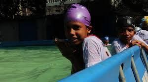 バングラデシュの水泳プログラム