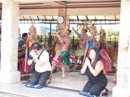 エラワンプームの奉納の舞