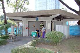 バンコク観光地のトイレはチップ制