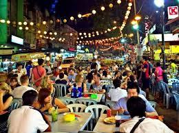バンコクで賑わう深夜の屋台