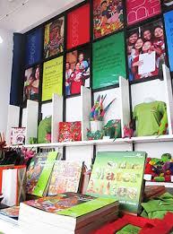 ストリートチルドレン救済のラオスにある雑貨店