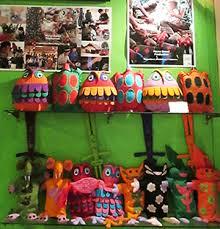 器用なラオス人女性が作った手芸品