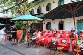 バンコクのおしゃれなオープンカフェ