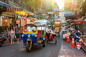 タイに行ったら人気のトゥクトゥクに乗っておこう