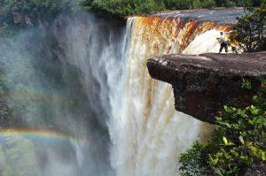 世界の美しい滝 (カイチェールの滝)
