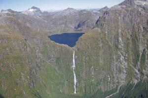 ニュージーランド1のサザーランドの滝