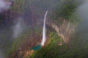 世界有数の美しい滝インドのチェラプンジ