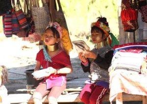 タイに住む首長族の子供たち