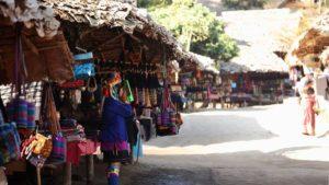 首長族が暮らす村の雰囲気