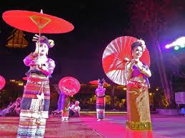 チェンマイで伝統料理と舞踊を楽しむ