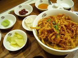 チェンマイの伝統料理カオソーイをおしゃれに食べられるお店