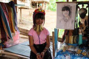 タイとミャンマーに暮らす首長族