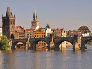 チェコプラハの人気観光スポットカレル橋