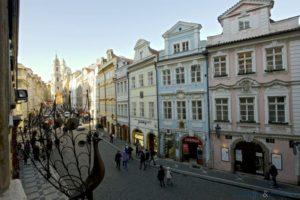 プラハ中世ヨーロッパの街並みを堪能できるレッサー地区