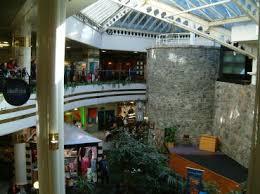 アイルランド、ゴールウェイのショッピングセンター内にある遺跡