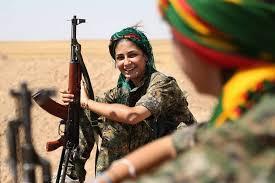シリア北部で自身の生活・命を守るため戦わざるを得ない民兵の女性