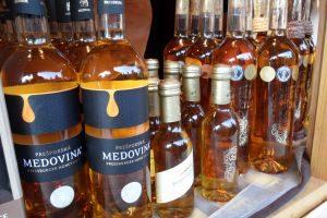 チェコ旅行の土産にハチミツ酒はいかが