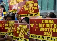 中国に抗議するフィリピン人漁師たち