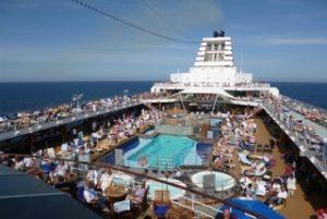 豪華クルーズ客船の屋外施設とサービス内容