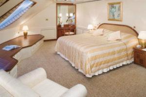 豪華クルーズ客船のスイートルーム写真