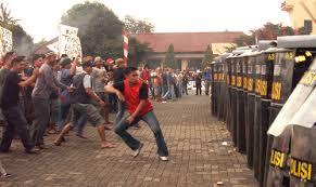 インドネシアで勃発するデモ