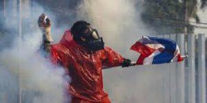 タイの治安悪化は反タクシン派の争い停止にかかっている