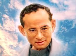 タイの混乱危機を救ってきた敬愛されるプミポン国王