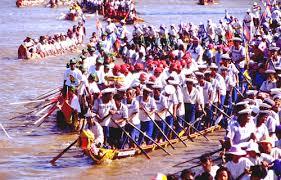 カンボジアの奇祭「水祭り」に参加してみては?